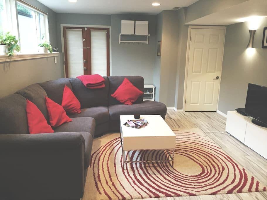 Clean +  Modern Basement Apartment - Lake Forest Park - Rumah