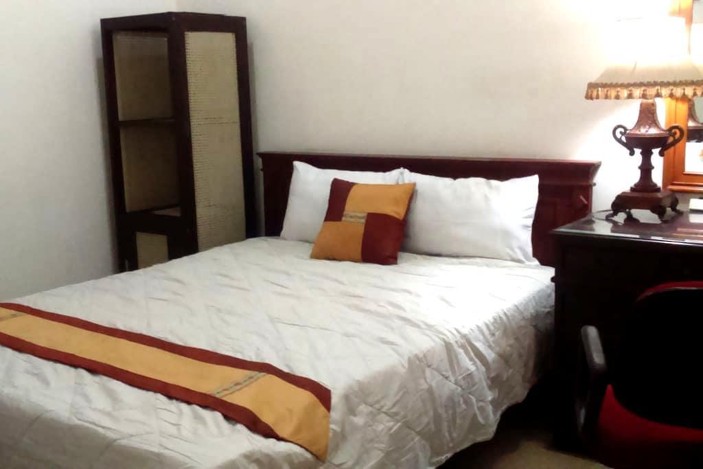 big comfy room for solo traveler - Malang - บ้าน