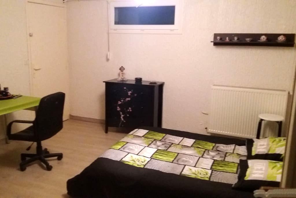 Chambre au calme à la campagne dans villa. - Saint-Germain-Lespinasse