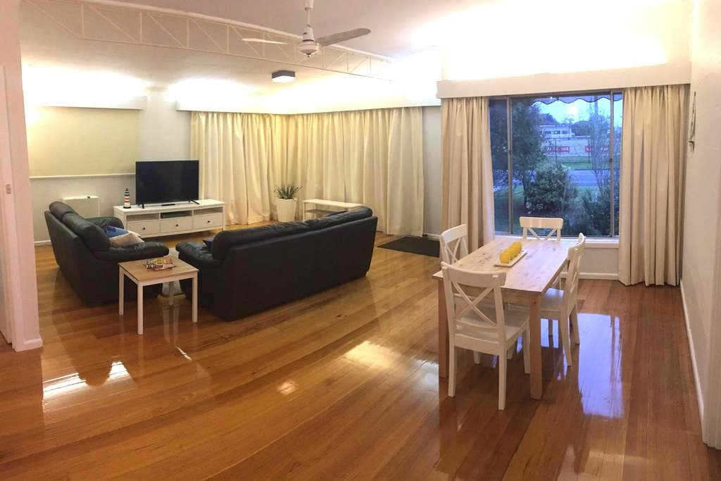 Charming Charles, 2 beds by the sea - Dromana - บ้าน