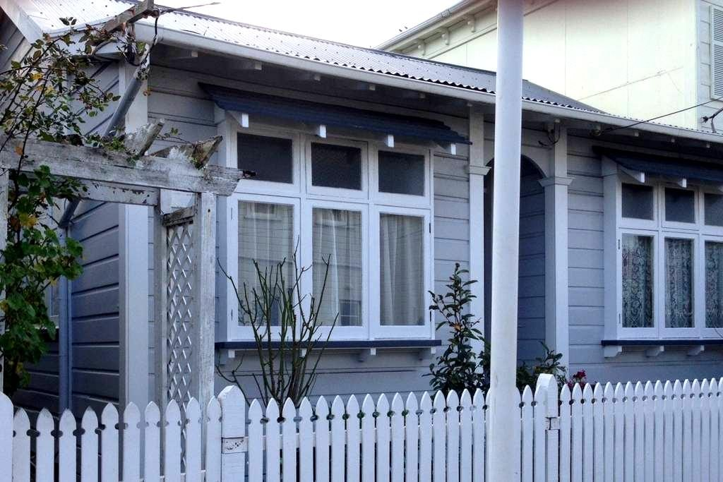 Room in charming cottage in the heart of Newtown - ウェリントン - 一軒家