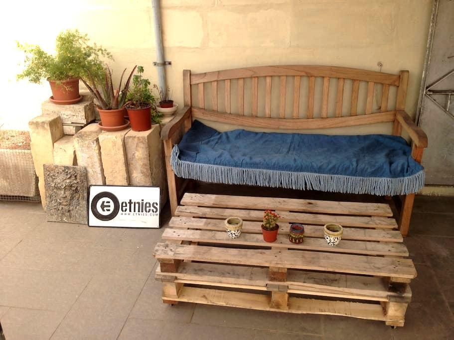 Single bedroom with bathroom in Maltese townhouse - Il-Gżira - Townhouse