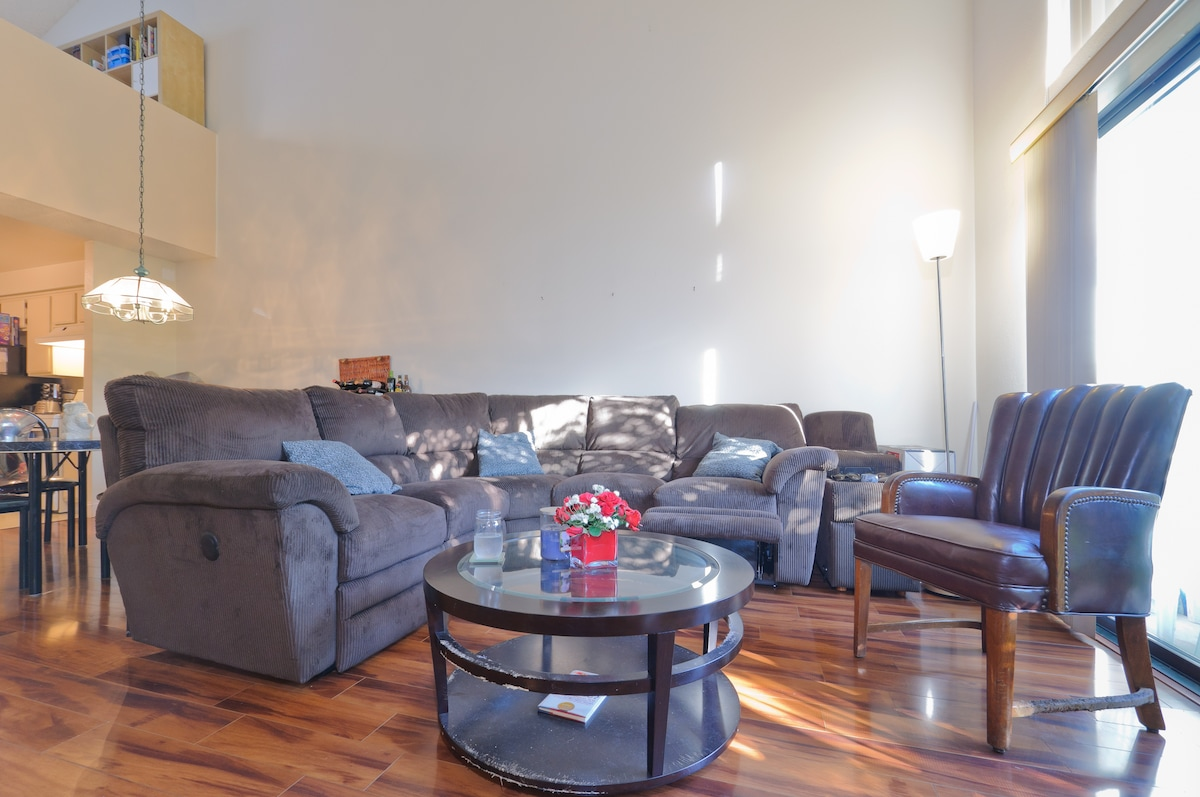 Living room area with the La-Z-Boy sectional with recliners on each end for your enjoyment.