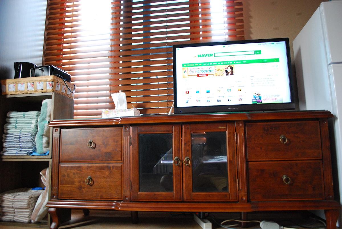 Antique furniture, Internet TV