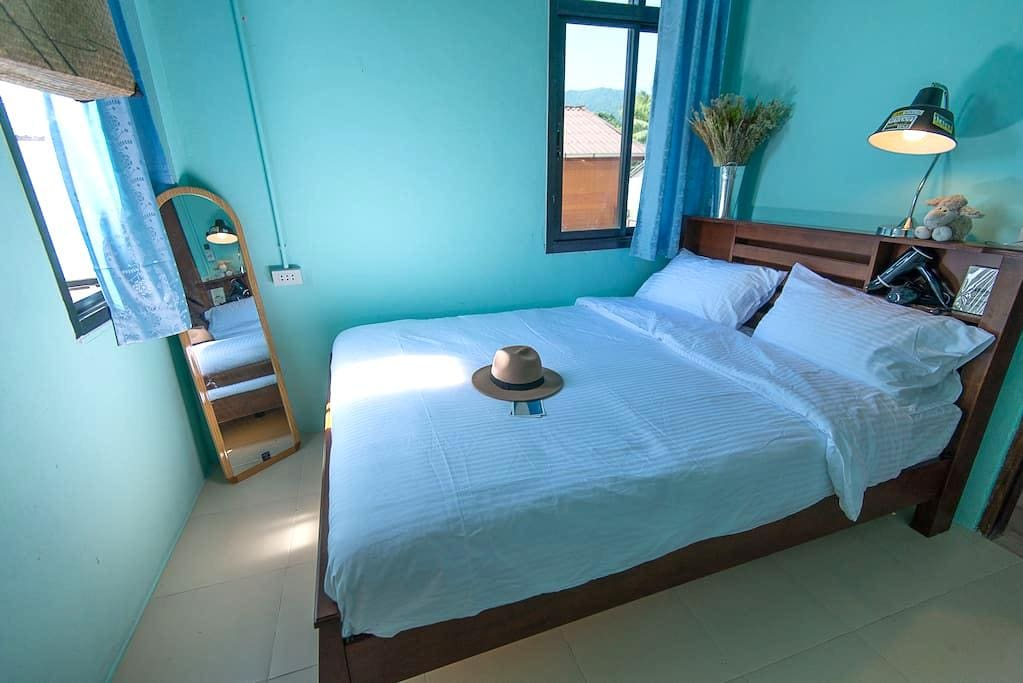 Buffalo Thai Cafe& Bistro #Room 2 - Ko Lipe - Bed & Breakfast