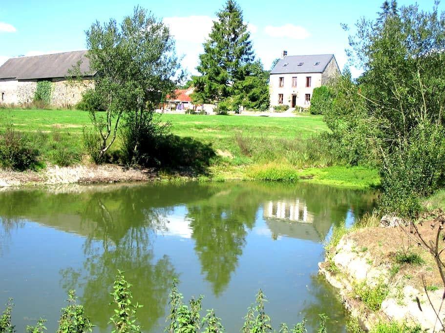 Camping Le Puits 1850 Farmhouse  - Saint-Martin-des-Besaces - B&B