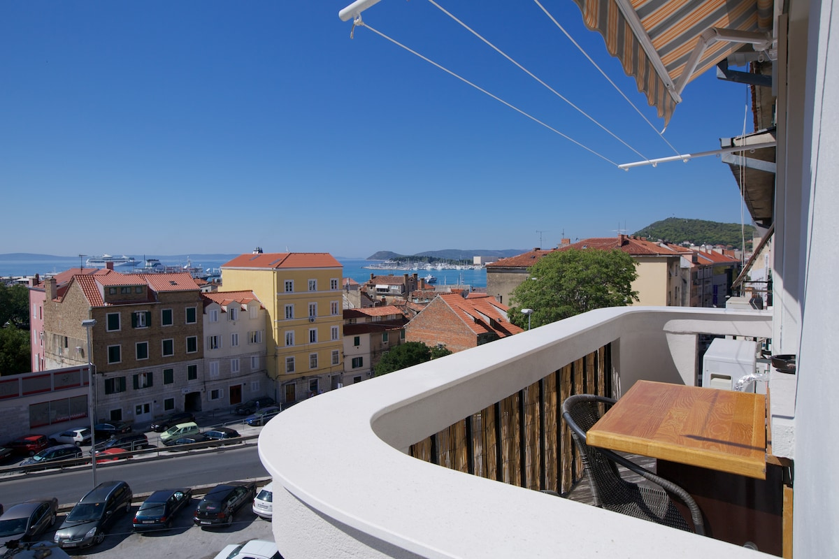 Apartment with balcony and sea view