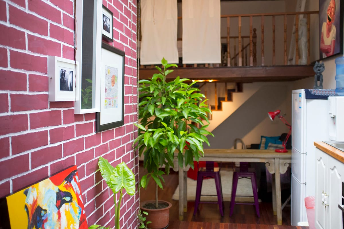 Light and art filled, warm and cosy loft space