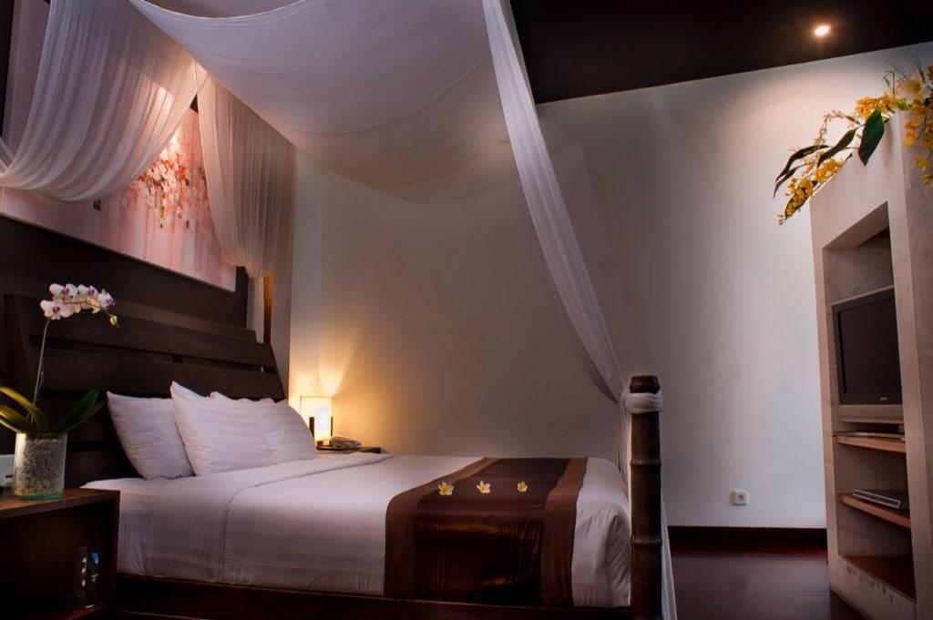 Luxury romantic villa near beach