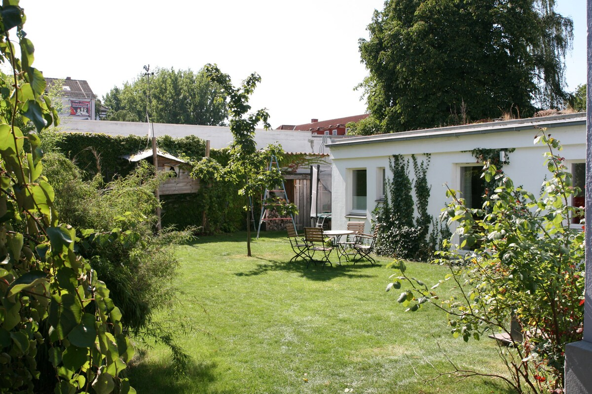 New & sunny apartment with garden!