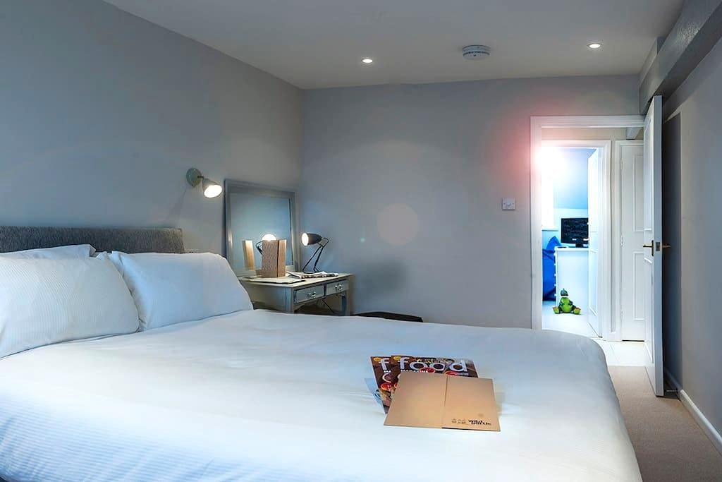 The Nest, Boutique Foodie Destination - Nailsworth - Bed & Breakfast