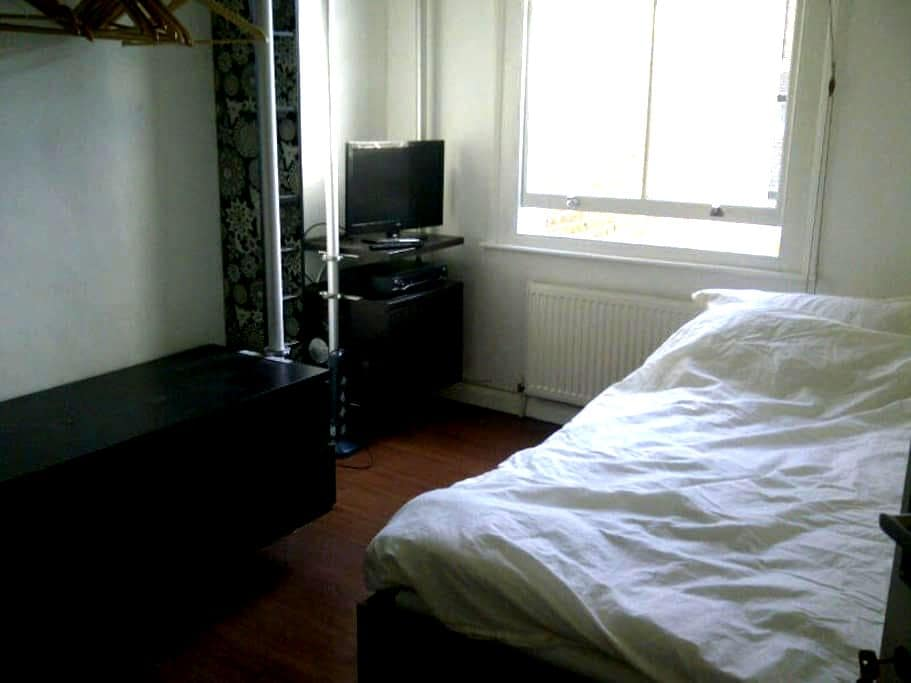 Double room in period house No 1 - London - House