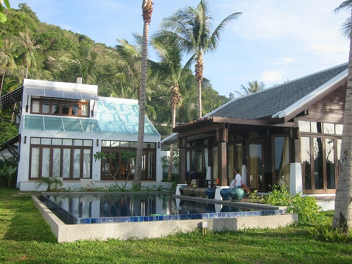 Absolute beach front, private pool