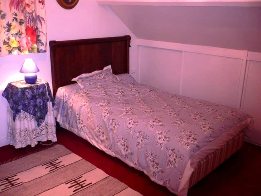 Comfortable room at home city area - Le Mesnil-Esnard