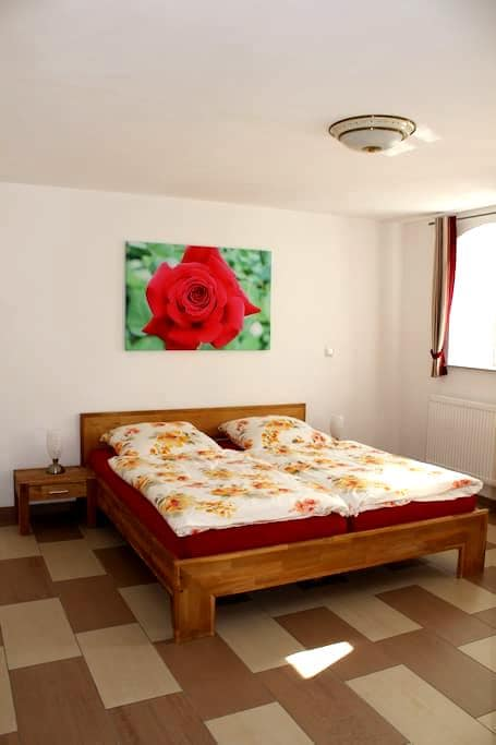 double room in rural idyll - Ohrenbach - Haus