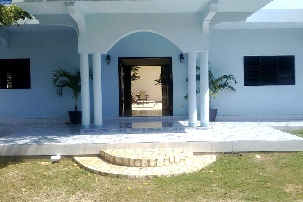Fully equipped Villa for groups - West end Negril - Villa