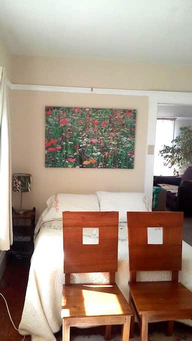 Close to everything & public trans. - Alameda - Apartamento
