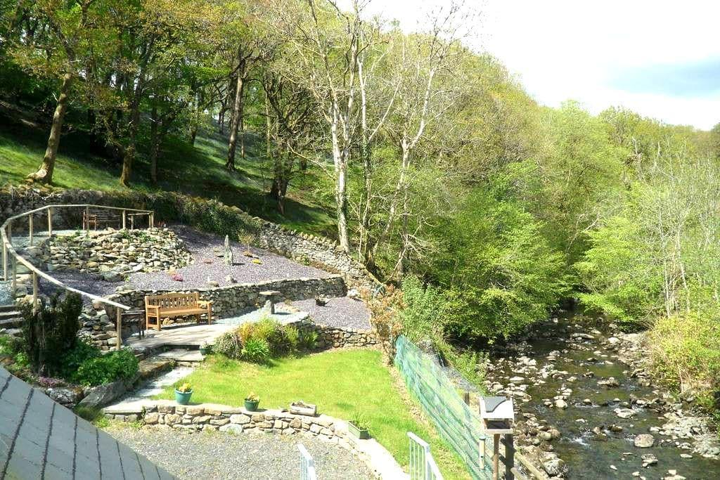 Characterful riverside cottage in Snowdonia - Dolgellau - Cabaña