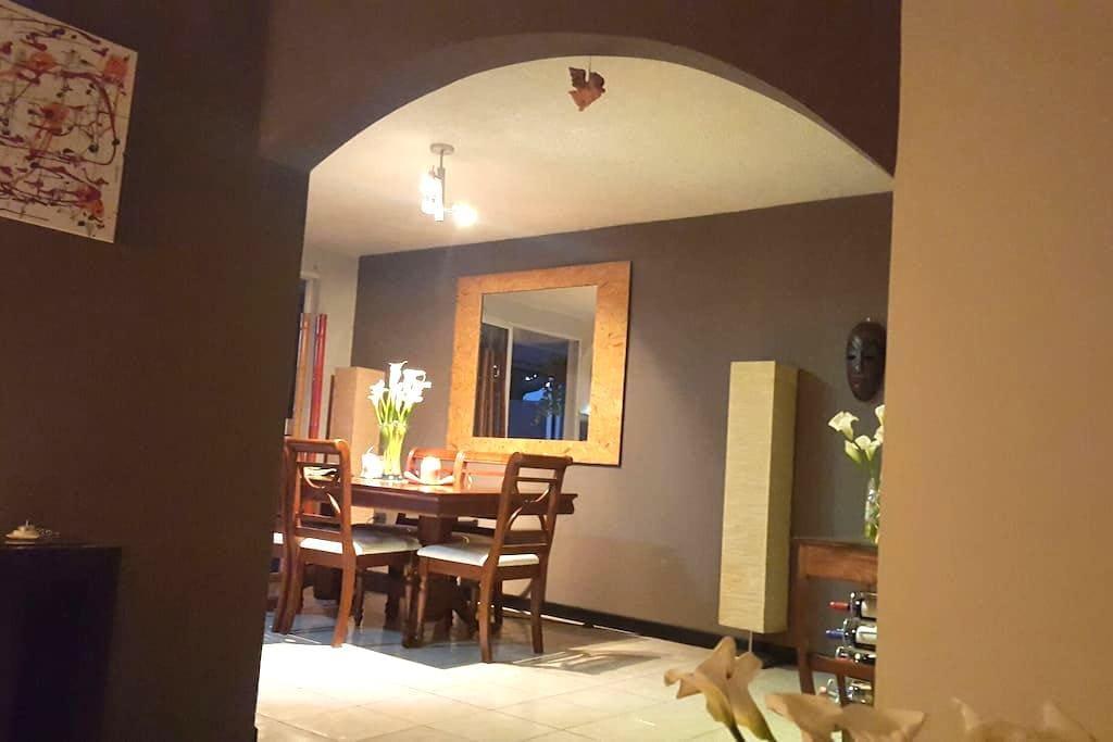 Hermosa y acogedora casa - Santa Tecla - House