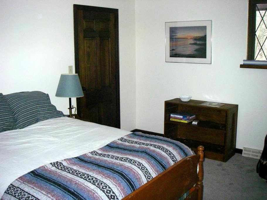 Baboosic Brook Private Room + Bkfst - Merrimack