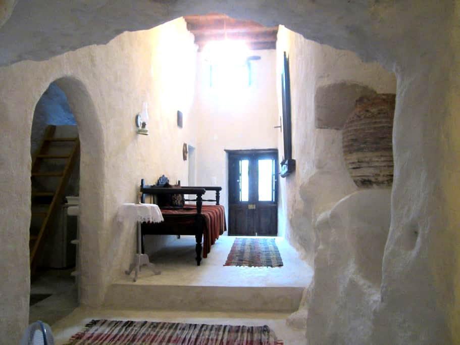 Cave style, unique full apartment. - Triovasalos - Apartment