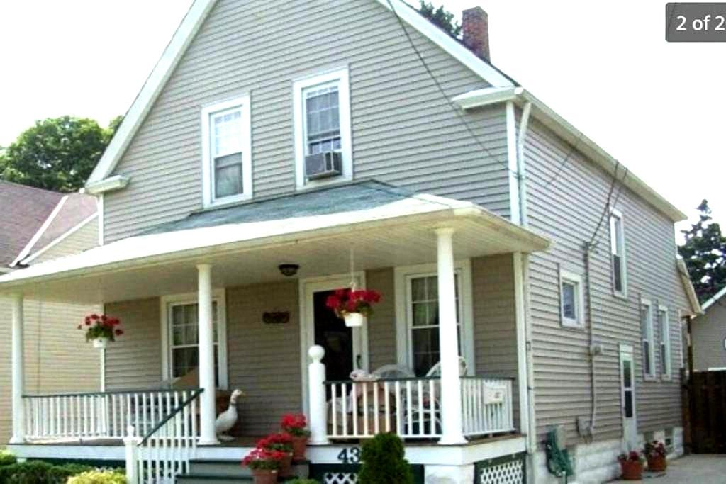 Private room in house close to numerous hospitals - Cleveland - Casa