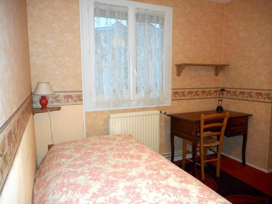Chambre chez l'habitant - Jouy-le-Moutier - Rumah