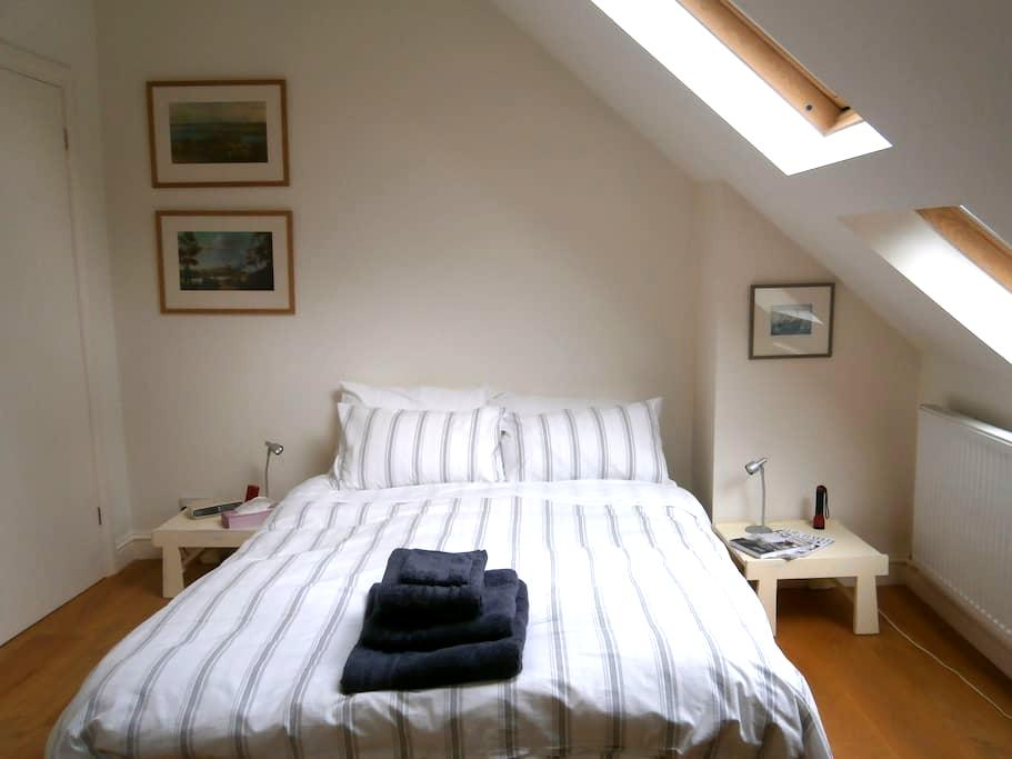 Tranquil Loft + Shower for 1 guest - Bath - Bed & Breakfast