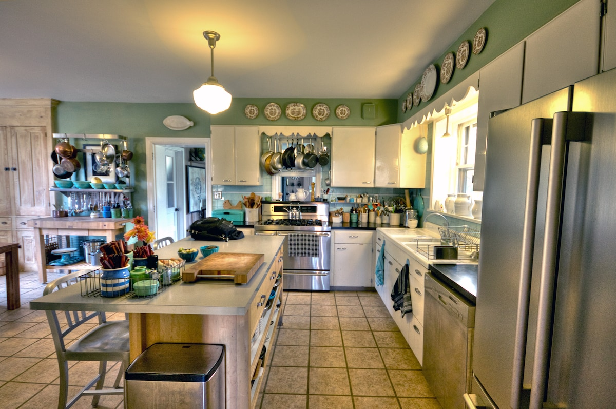 Large, open kitchen and dining room available for your use