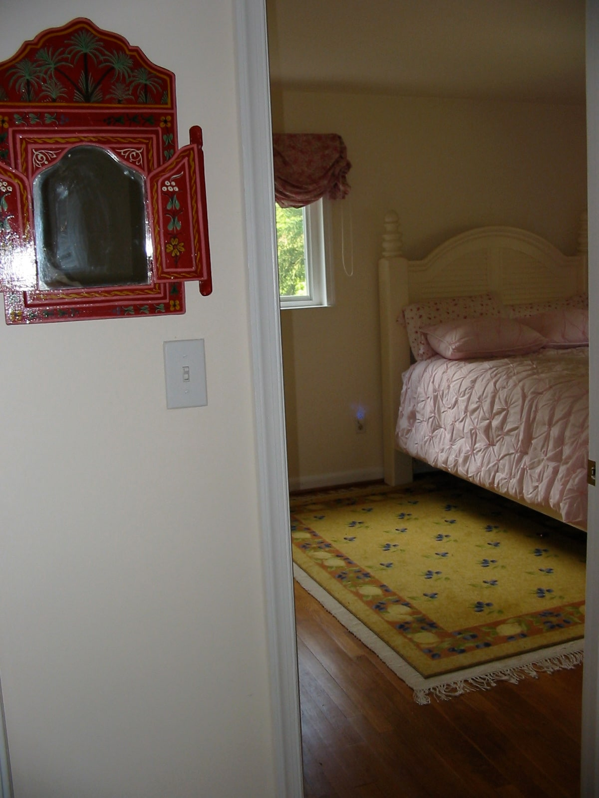 Moroccan pink reclining room.