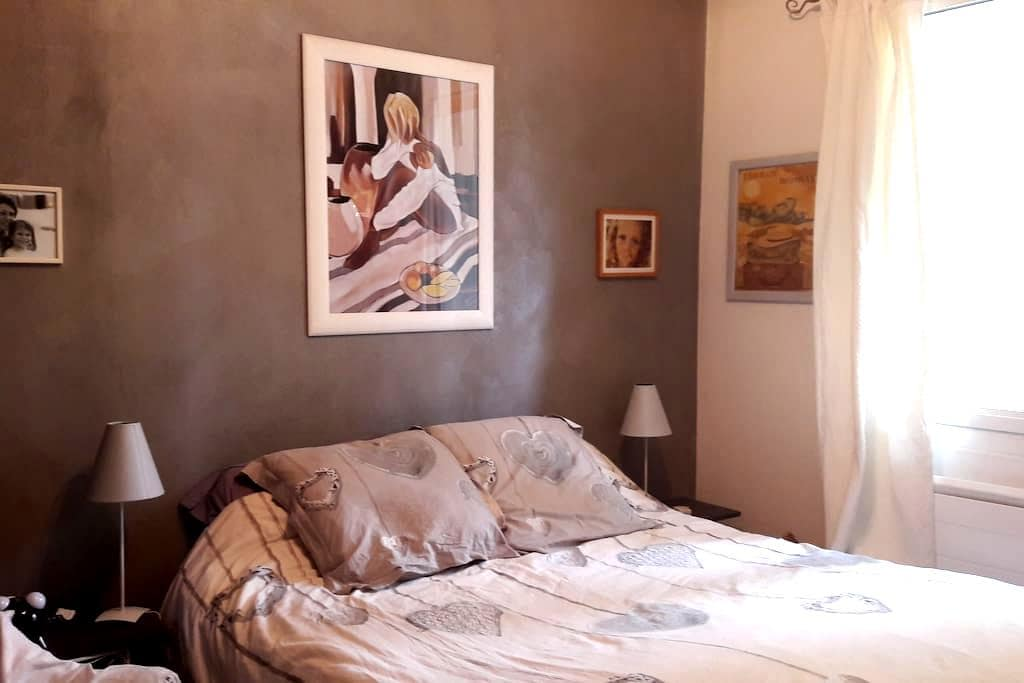Chambre au calme, proche centre, ambiance cosy - Cassis - Bed & Breakfast