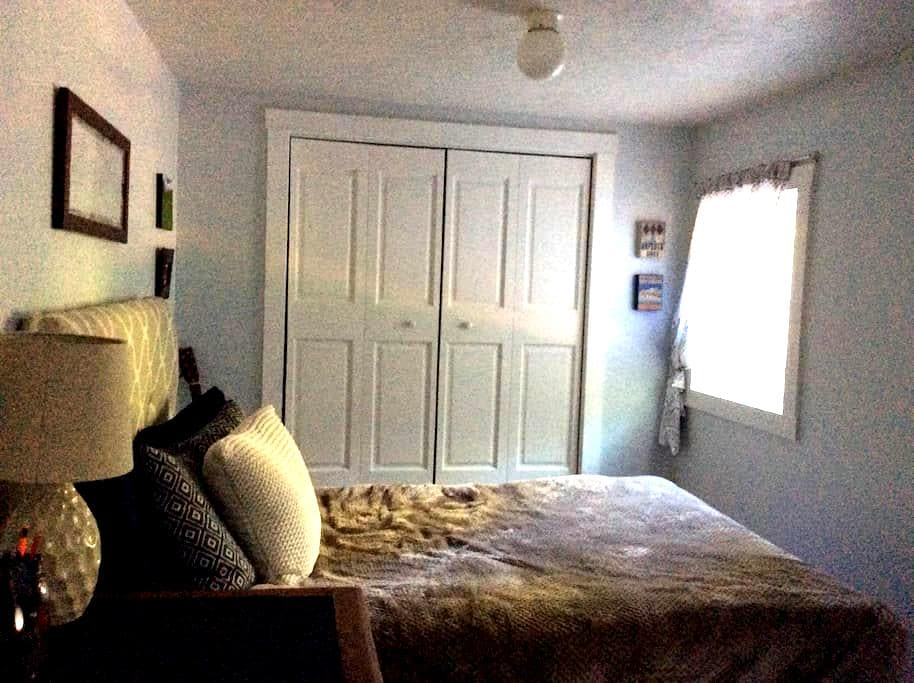 Cozy Room Near Downtown Plymouth - Plymouth - Rumah