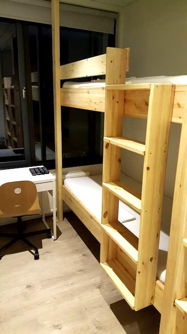 Single bunk bed shared room (90 cm) -Sleeping bag - Hólmavík - Dormitorio