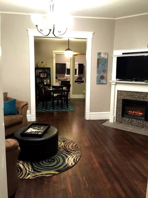 Charming and spacious WDM duplex - West Des Moines