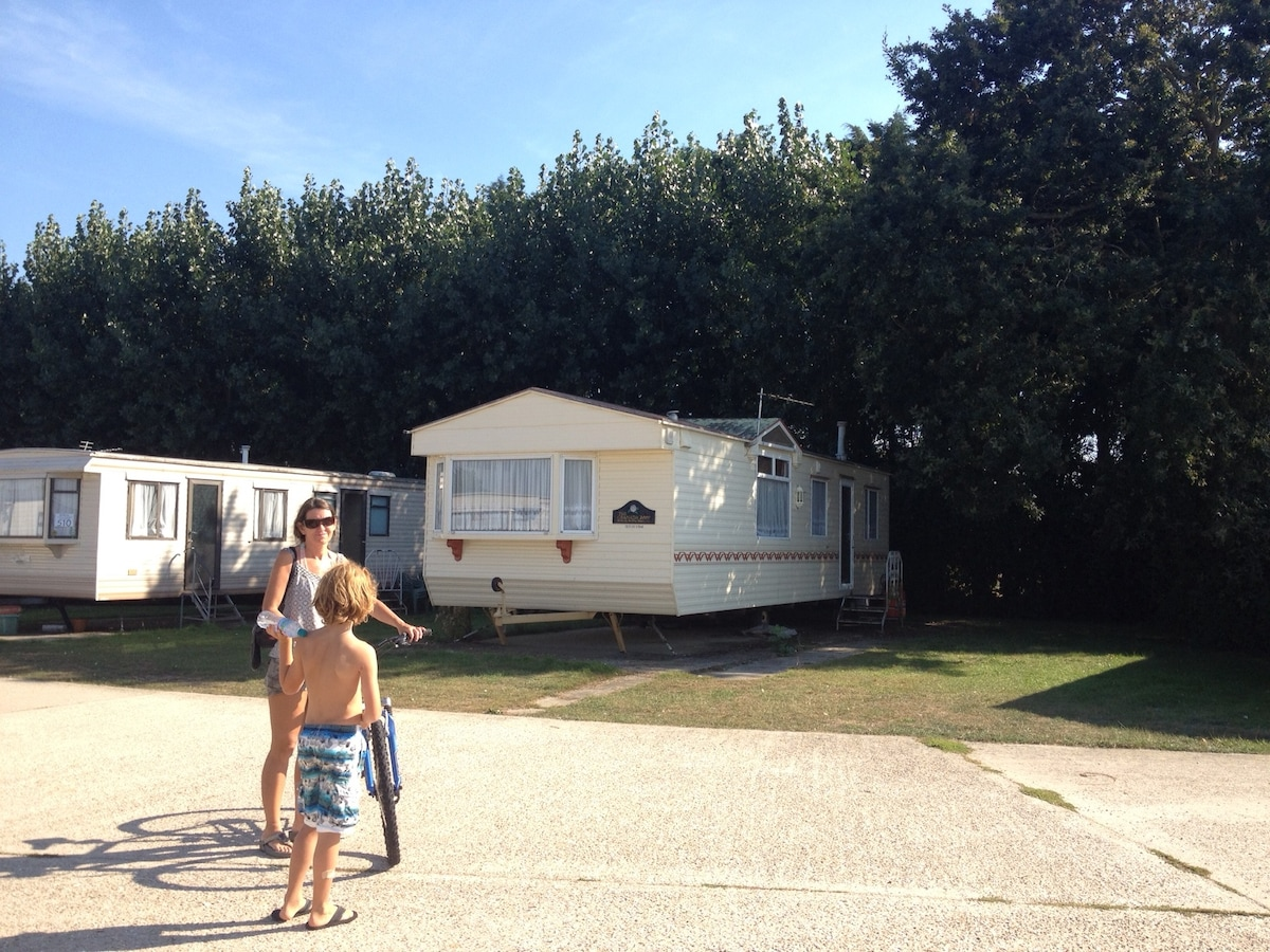 Cosy Cabin (Static caravan) close to the sea at BRACKLESHAM Bay and the Witterings West Sussex!