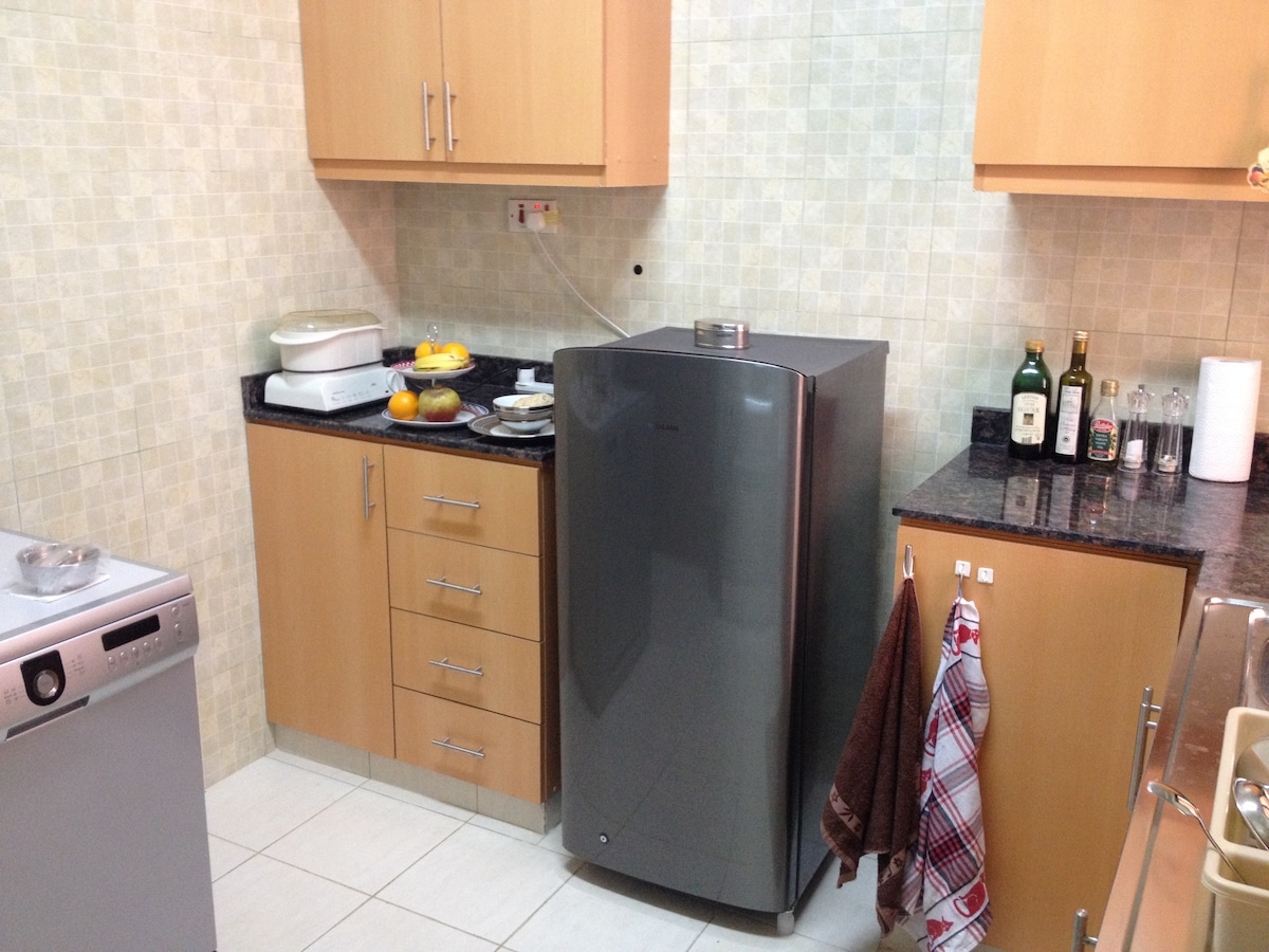 There is a kitchenette at your disposal. Although it is not equipped to prepare substantial meals, a microwave oven, a toaster, and a kettle are available