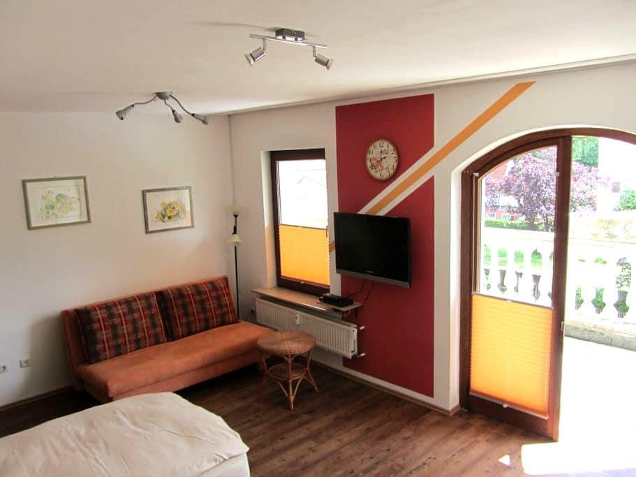 Apartment zentral - 1 Zimmer, Küche, Bad, Balkon - Heroldsberg - Apartamento