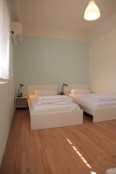 one bed in 3 bed mix room