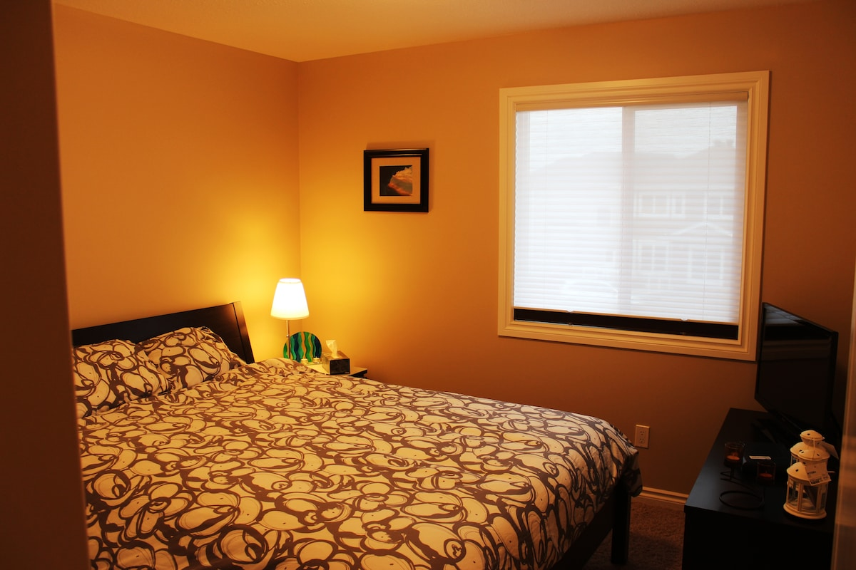 Room with closet and Cable! Wifi Available