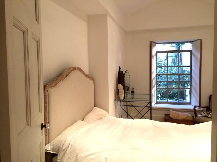 Bedroom in Mews home by Kelvin Park - Glasgow - Bed & Breakfast