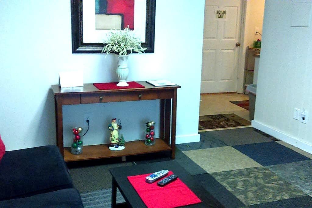 Lower Level Living Space Near LU - Lynchburg - Flat