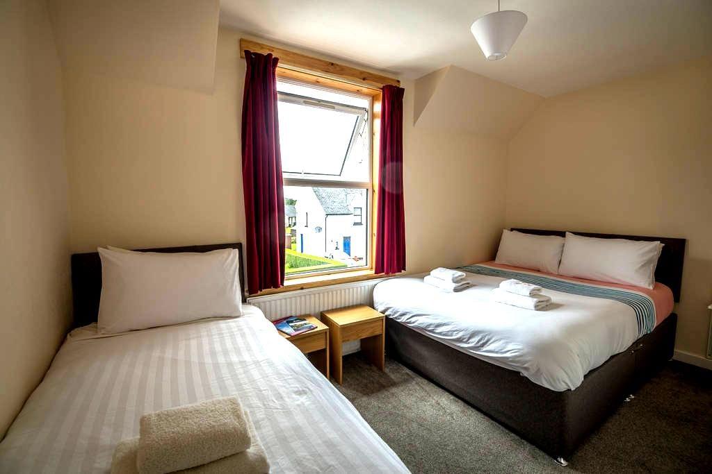 Stormy B&B Room 2, Portree Town Centre, Skye - Portree