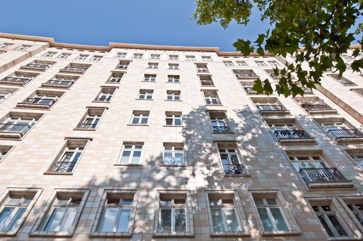 Sunny & Central apartment in Mitte