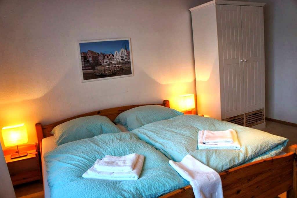 großes Zimmer nahe Lüneburg - Reppenstedt - Rumah
