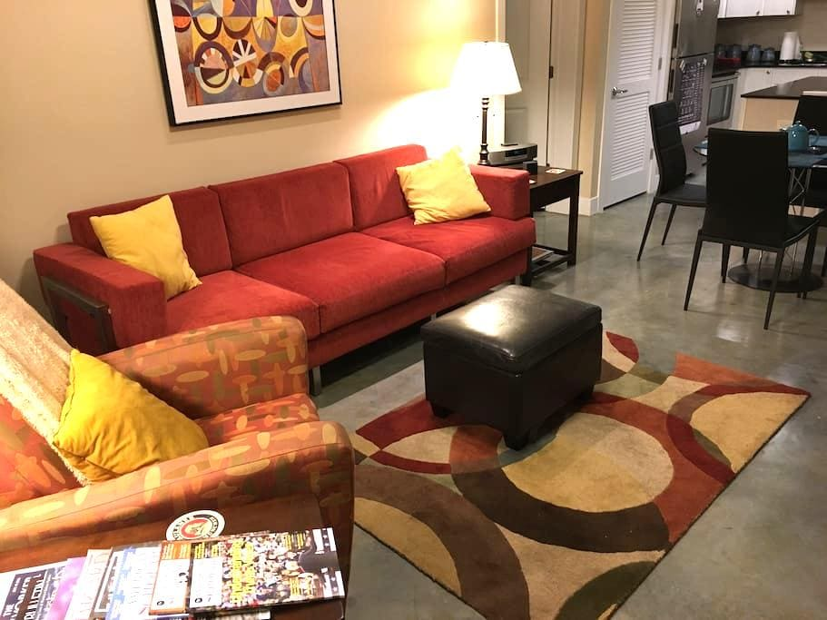 Spacious Downtown Loft - Lawrence - Apartmen