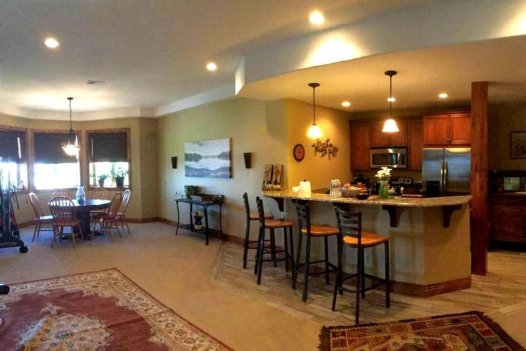 Large 2 bedroom 2.5 bath 3000 sq ft - Castle Rock - Wohnung