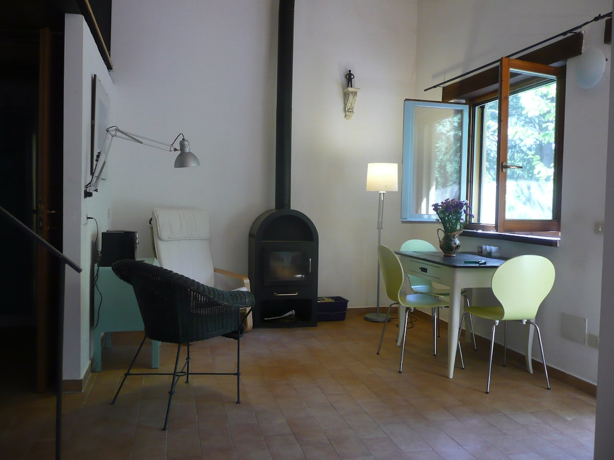 cosy living room with wood stove in 'vista sul mare'