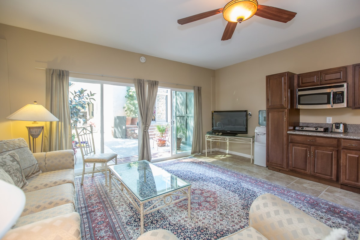 Luxury 2BD poolside Guest House