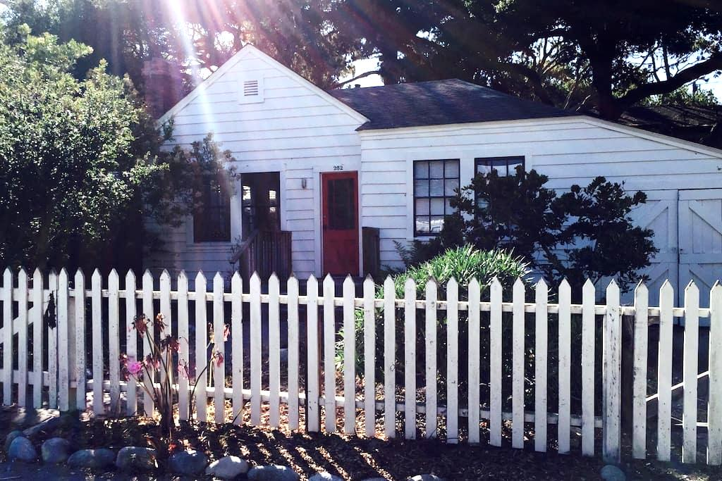 COMFORTABLE HISTORIC COTTAGE - Pacific Grove - Hus
