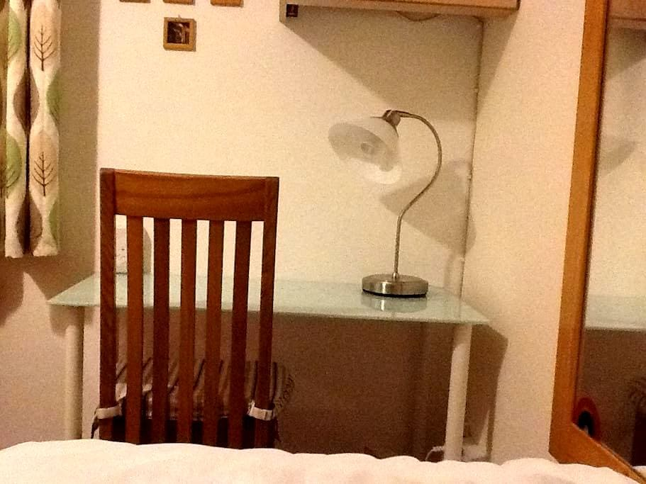 Rathfarnham bright single room - Dublín - Casa